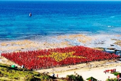 Xác lập kỷ lục hát Quốc ca, tạo hình lá cờ Tổ quốc